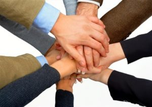 handen-in-elkaar-aansluiting